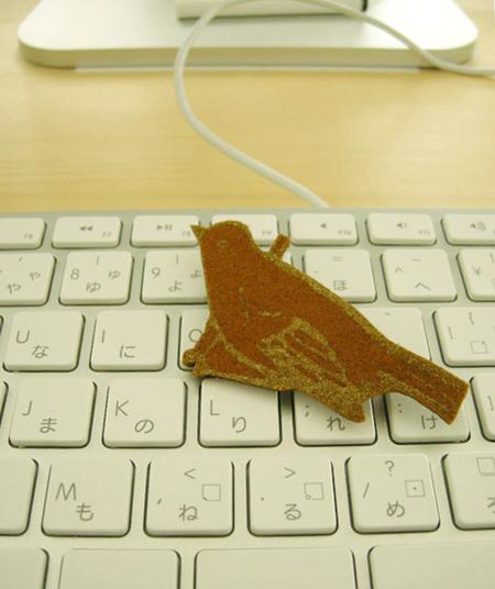 Londonの友人から送られてきたフエルトのbird。この子をみると、なぜかいつもホットチョコレートが飲みたくなります。